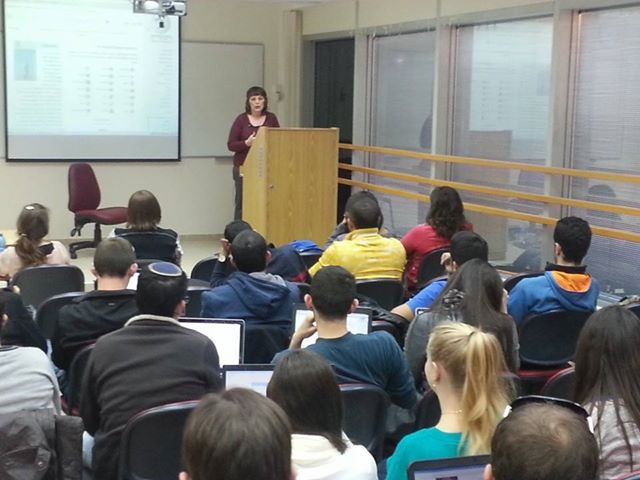 hana_yariv_guest-lecturing_at_the_wiki-med_course
