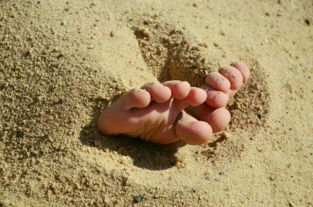 Beach-Barefoot-Sandy-Feet-Ten-Sand-Summer-717513.jpg